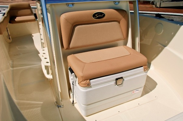 Scout-195SF_console-cooler-seat